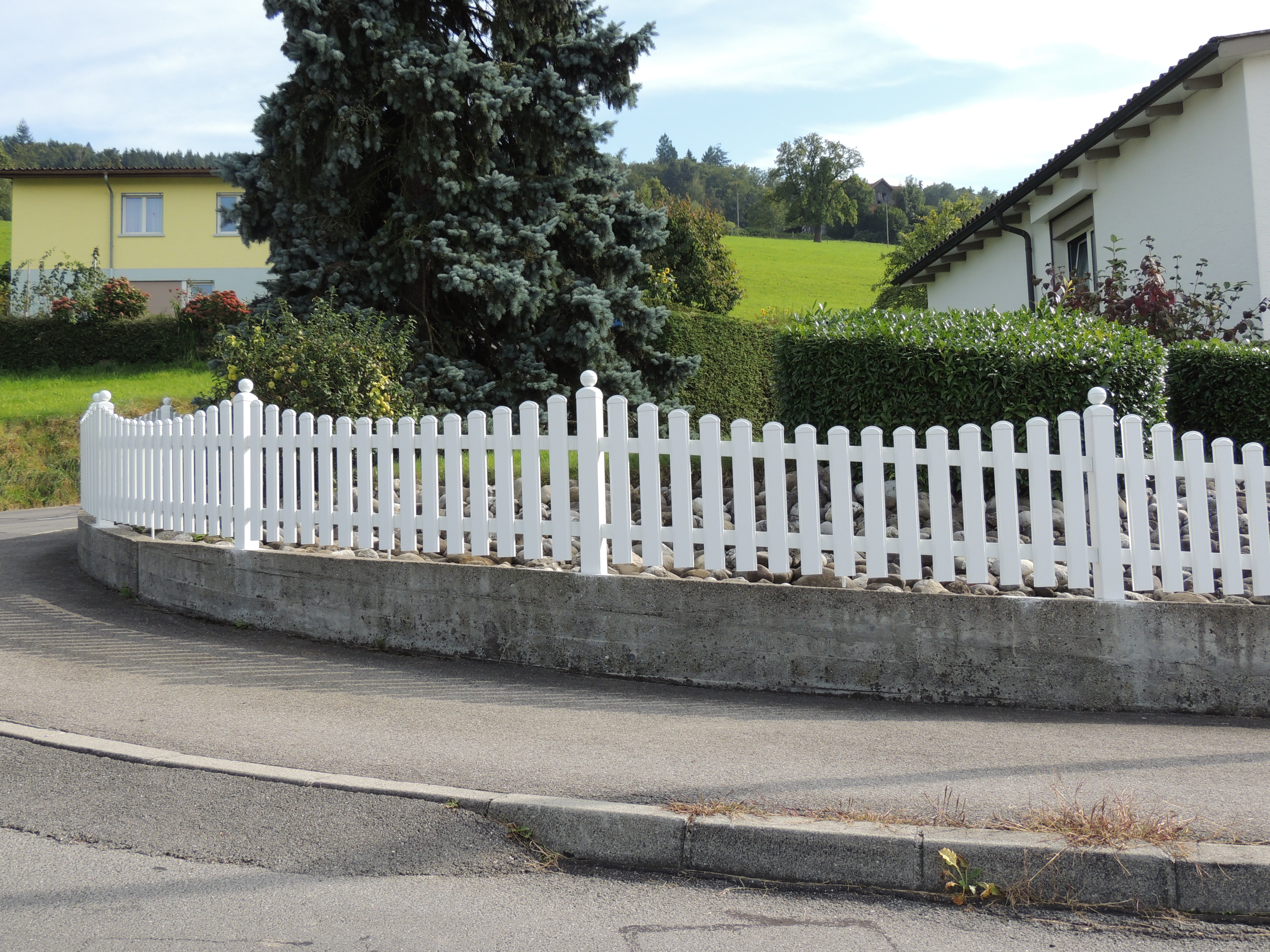 Kunststoffzäune und Tore